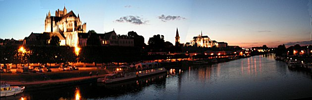 Auxerre at night.