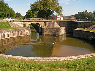 Circular lock from the Allier into the canal lateral a le Loire