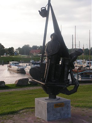Sculpture to rescued fishermen