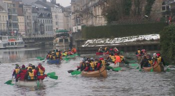 Winter canoing in Gent