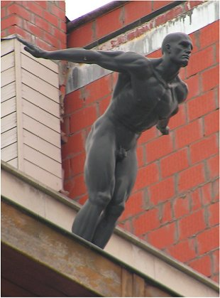 Male diver sculpture at Gent