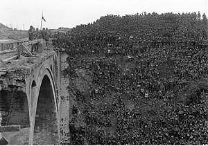 WW1 troops after taking the Riqueval Bridge in 1918